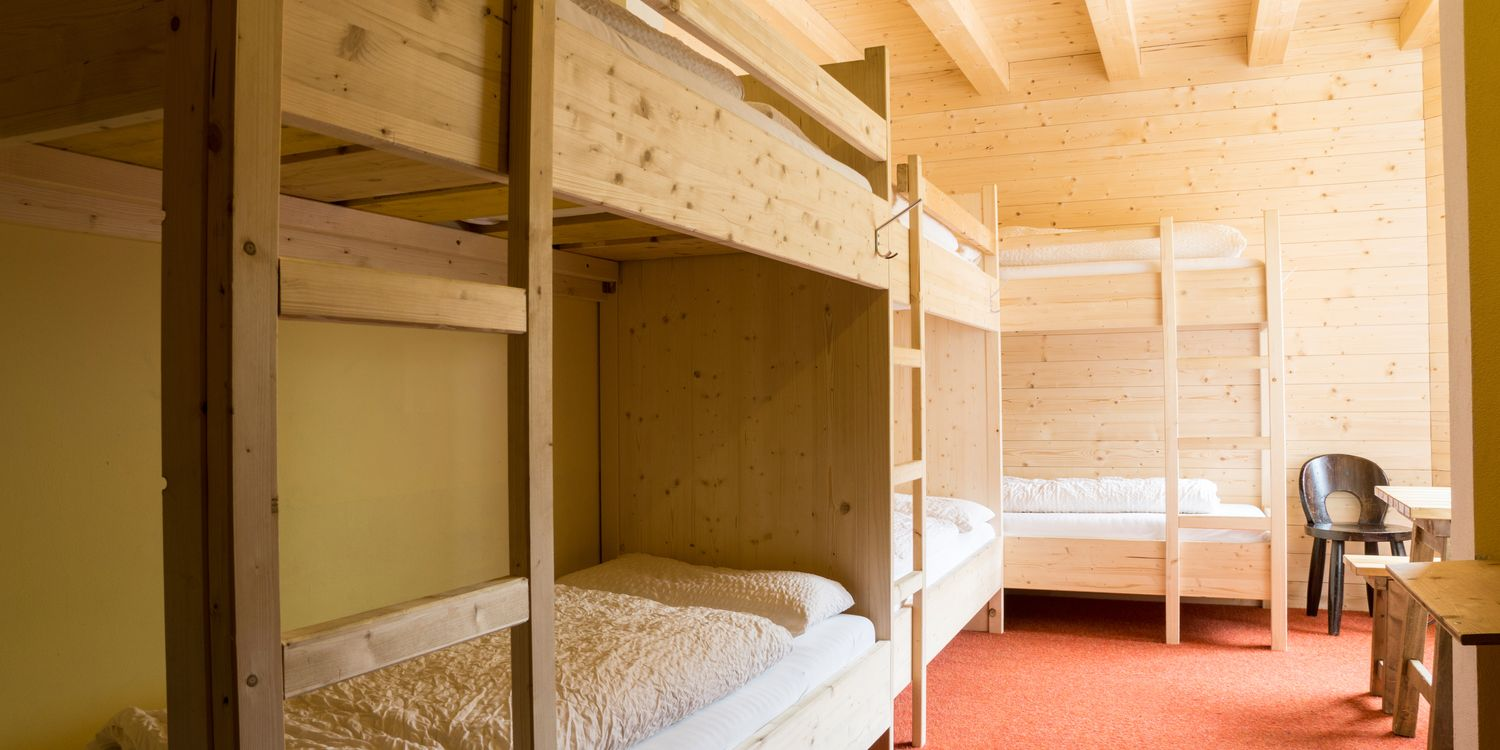 Multi-bed room for school and youth groups