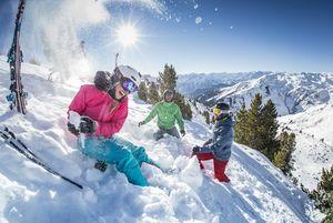 Gemeinsamer Wintersport stärkt den Teamgeist | © Andi Frank