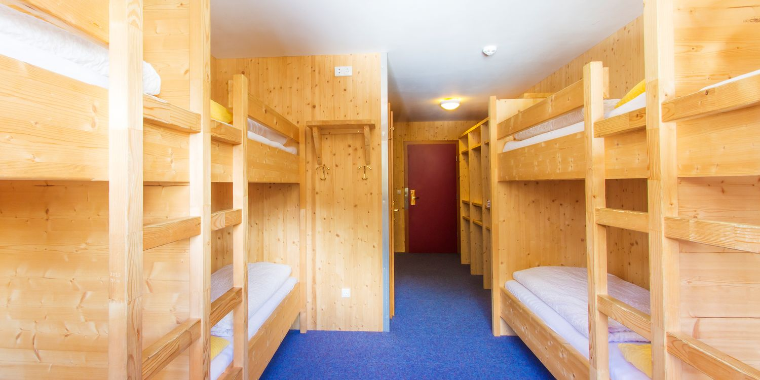 Multi-bed room in the Alpincenter